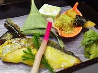 焼き魚の夕食